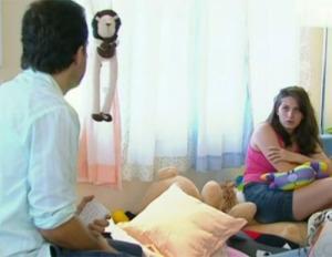 Cena do reality show com mães e bebê do programa Mais Você: mães reclusas e infantilizadas